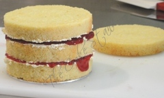 Vanilla Sponge with Raspberry Jam